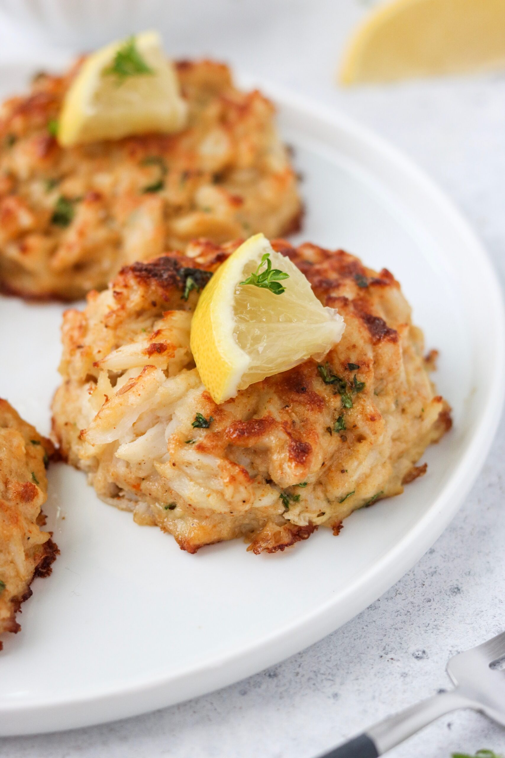 Whole30 crab cakes that are gluten free with lemon